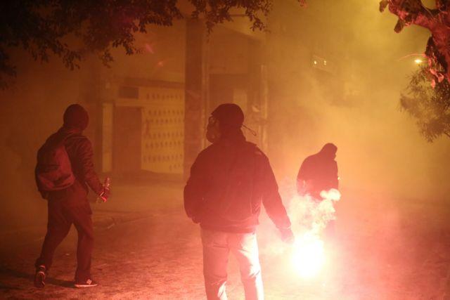 Ο απολογισμός των χθεσινών επεισοδίων στα Εξάρχεια – Βαριές κατηγορίες για τους συλληφθέντες | tovima.gr