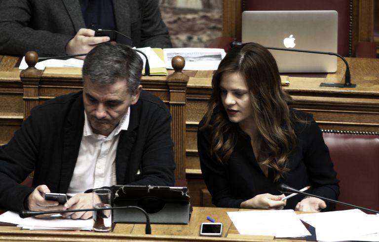 Πολυνομοσχέδιο: Τα νέα οικογενειακά επιδόματα – Ποιοι κερδίζουν και ποιοι χάνουν | tovima.gr