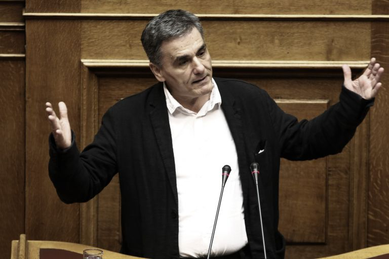Tsakalotos defends handouts, declares 'We won't go home'   tovima.gr