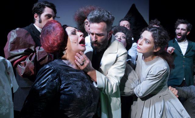 Η Χάρις Αλεξίου στην «Οπερέττα» του Εθνικού Θεάτρου | tovima.gr