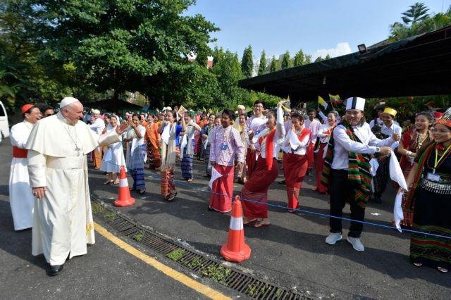 Στη Μιανμάρ ο Πάπας μέσω ανησυχιών για τους Ροχίνγκια | tovima.gr