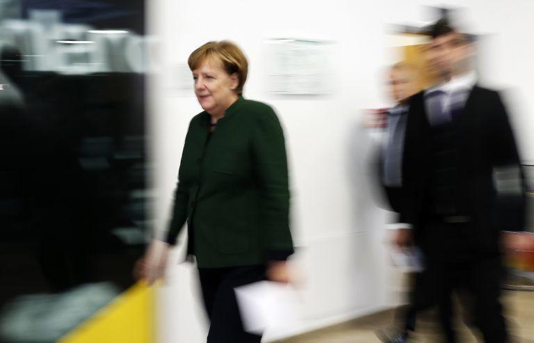 Γερμανία: Σε πτώση Φιλελεύθεροι, άνοδος Πρασίνων και CDU | tovima.gr