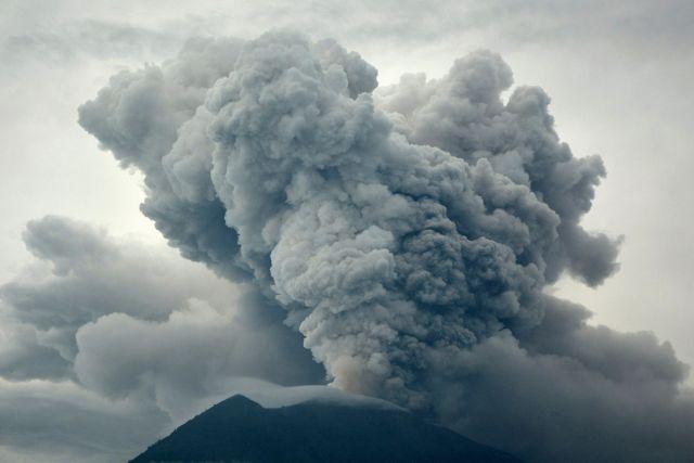 Έλληνες τουρίστες παγιδευμένοι στο Μπαλί λόγω ηφαιστείου | tovima.gr