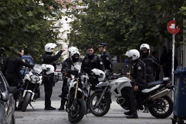 Αιματηρή συμπλοκή με τέσσερις τραυματίες στο κέντρο της Αθήνας | tovima.gr