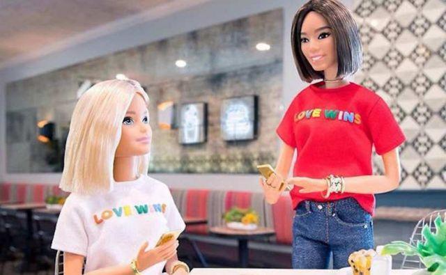H Barbie με μπλουζάκι «Love Wins» στηρίζει την LGBT κοινότητα | tovima.gr