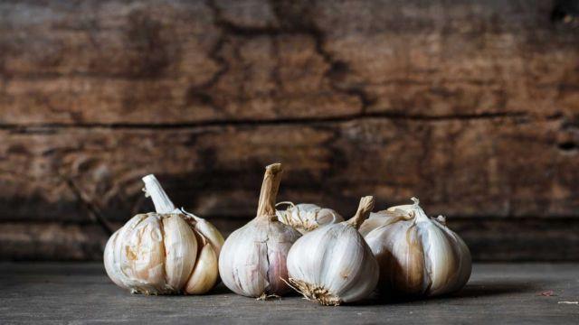 Συστατικό του σκόρδου καταπολεμά τις βακτηριακές λοιμώξεις   tovima.gr