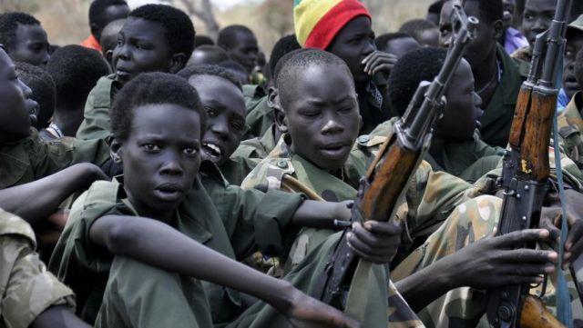 Παιδιά – στρατιώτες συνεχίζουν να πολεμούν στο Σουδάν | tovima.gr