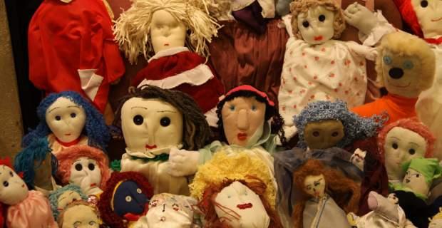 Εκθεση με κούκλες από φυλακισμένες γυναίκες στον Ελαιώνα | tovima.gr