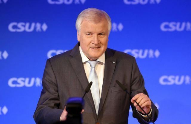 Γερμανία: Ο Ζεχόφερ «απαρνίεται» την πρωθυπουργία της Βαυαρίας | tovima.gr
