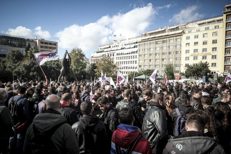 Eπεισόδια στο Μαξίμου και έφοδος του ΠΑΜΕ στο υπουργείο Εργασίας | tovima.gr