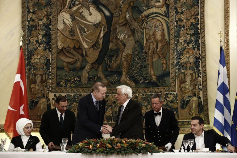 Διπλωματία και αβρότητες στο επίσημο δείπνο Παυλόπουλου – Ερντογάν | tovima.gr