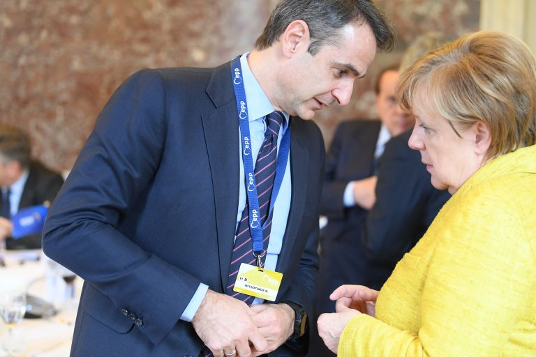 Refugee crisis tops agenda at Merkel, Mitsotakis meeting | tovima.gr