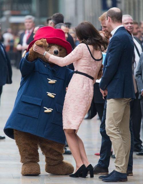 Το τρίτο παιδί του Πρίγκιπα Ουίλιαμ διαθέσιμο για… ποντάρισμα | tovima.gr
