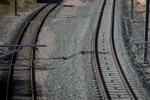 Άνδρας παρασύρθηκε από το τρένο στο Μενίδι | tovima.gr
