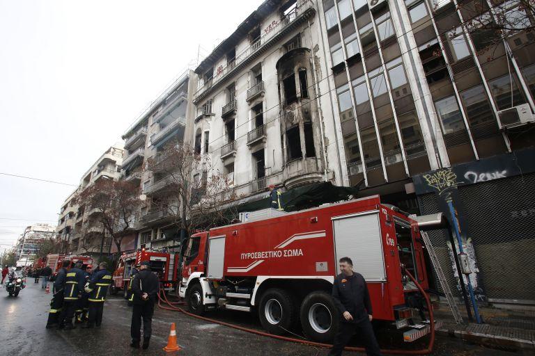 Πυρκαγιά στη συμβολή των οδών Πανεπιστημίου και Μπενάκη | tovima.gr
