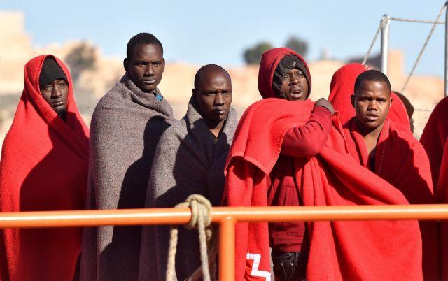 Ισπανία: 5 μετανάστες νεκροί μετά από ανατροπή λέμβου | tovima.gr
