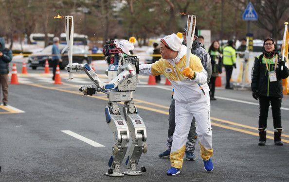 Ρομπότ λαμπαδηδρόμοι στους Χειμερινούς Ολυμπιακούς 2018 | tovima.gr