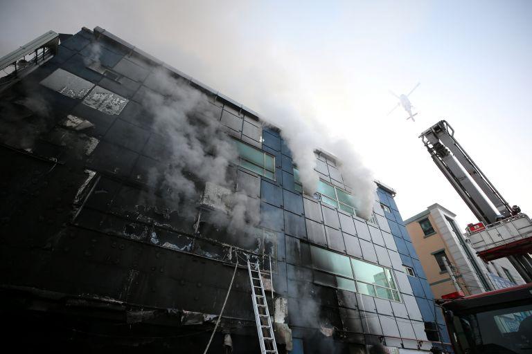 Νότια Κορέα: Δεκάδες νεκροί από πυρκαγιά σε οκταώροφο κέντρο ευεξίας | tovima.gr