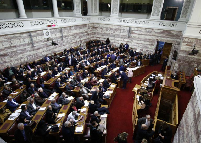 Πήρε πίσω ο Κοντονής την παράγραφο περί αυτεπάγγελτης δίωξης για την απειλή σε συμβολαιογράφους | tovima.gr