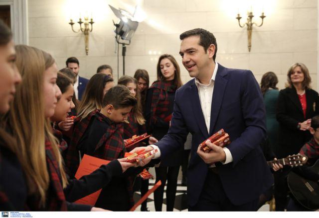 Μαθητές είπαν τα κάλαντα της Χίου στον Τσίπρα   tovima.gr
