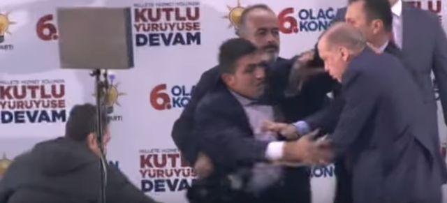 «Επίθεση αγάπης» αναστατώνει τον Ερντογάν | tovima.gr
