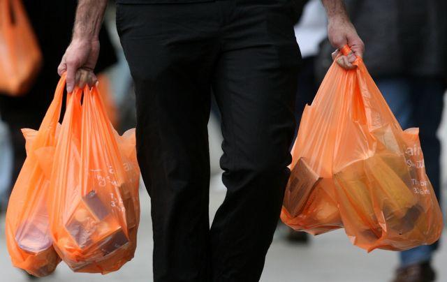 Τέσσερα λεπτά η πλαστική σακούλα από τη νέα χρονιά | tovima.gr