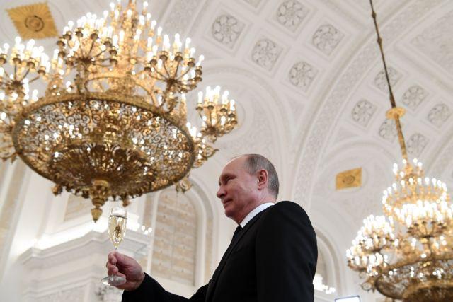 Ναβαλνί: Ο Πούτιν διεκδικεί τα σκήπτρα ενός ισόβιου αυτοκράτορα | tovima.gr