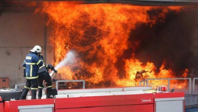 Υπό έλεγχο η πυρκαγιά σε εργοστάσιο πλαστικών υλών | tovima.gr