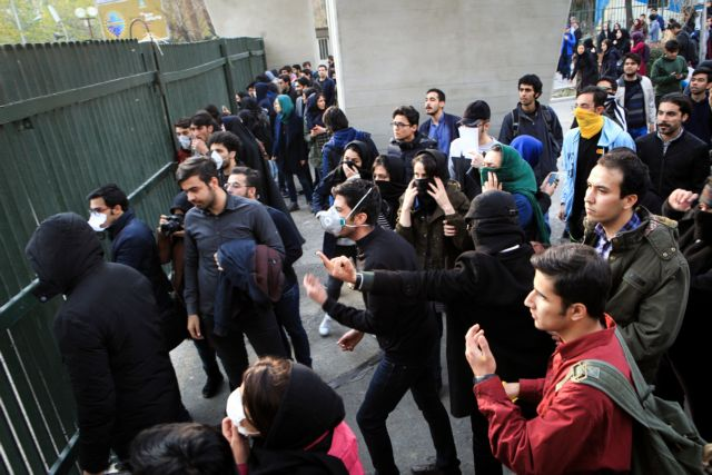 Το Ιραν μπλοκάρει μέσα κοινωνικής δικτύωσης μέσω κινητών | tovima.gr