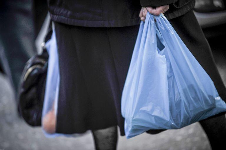 Στα €2,5 εκατ. τα έσοδα από την πλαστική σακούλα το α' τρίμηνο του 2018 | tovima.gr
