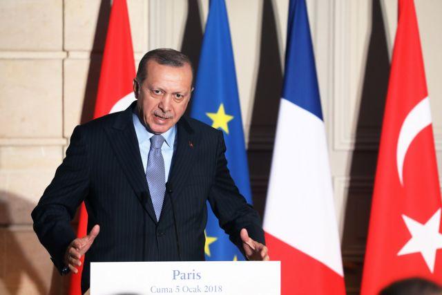 Φραστικό επεισόδιο Ερντογάν με δημοσιογράφο στο Παρίσι | tovima.gr