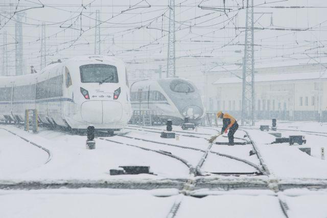 Χάος προκαλούν σφοδρές χιονοπτώσεις στην Κίνα | tovima.gr