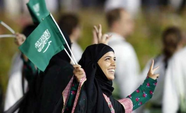 Οι γυναίκες στην Σαουδική Αραβία ετοιμάζονται να πάνε γήπεδο | tovima.gr