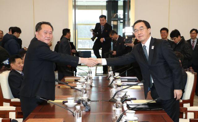 Ξεκίνησαν οι συνομιλίες Νότιας και Βόρειας Κορέας | tovima.gr