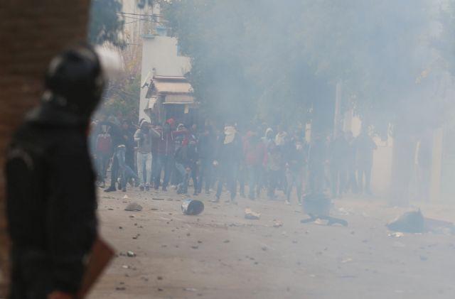 Τυνησία: Νέες ταραχές για τρίτη συνεχόμενη νύχτα | tovima.gr