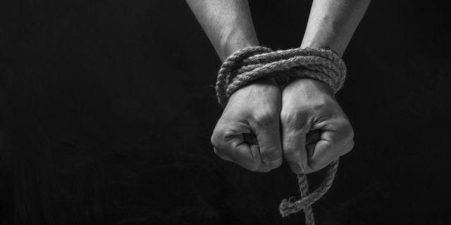 Πακιστάν: Δημοσιογράφος κατάφερε να ξεφύγει από τους απαγωγείς του | tovima.gr