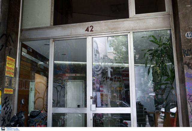 Εισβολή του «Ρουβίκωνα» σε συμβολαιογραφείο στην Αθήνα | tovima.gr
