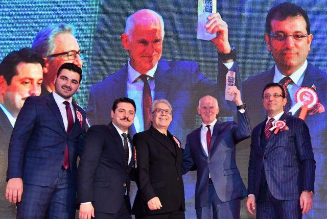 Η Τουρκία βράβευσε τον Γ.Παπανδρέου για τη συνεισφορά του στην ειρήνη | tovima.gr