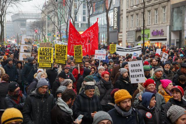 Βιέννη: Διαδήλωση κατά της κυβερνητικής ακροδεξιάς | tovima.gr