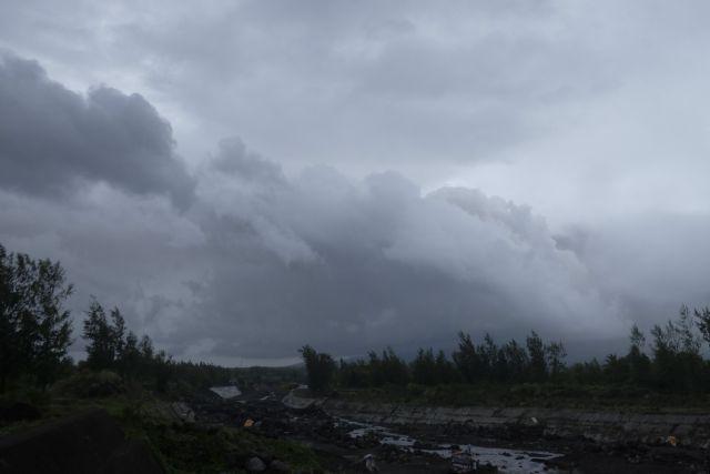 Φιλιππίνες: 12.000 άνθρωποι άφησαν τα σπίτια τους εξαιτίας ηφαιστείου | tovima.gr