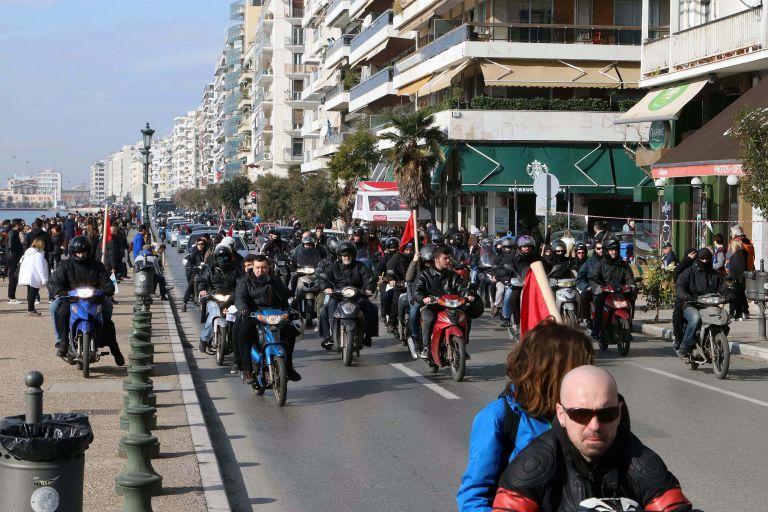Μηχανοκίνητη πορεία από αντιεξουσιαστές στη Θεσσαλονίκη κατά του συλλαλητηρίου για τη Μακεδονία   tovima.gr