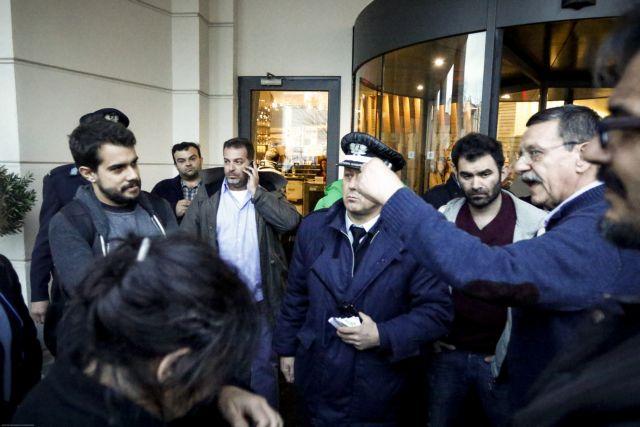 Διαμαρτυρία για τις απολύσεις «Στο Κόκκινο» στην ΚΕ του ΣΥΡΙΖΑ | tovima.gr