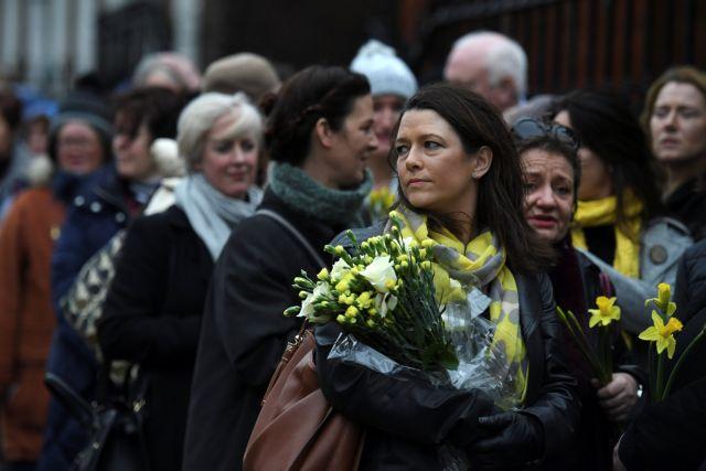Σε λαϊκό προσκύνημα η σορός της Ντολόρες Ο' Ρίορνταν | tovima.gr