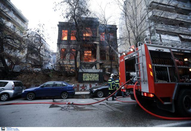 Θεσσαλονίκη: Πυρκαγιά σε υπό κατάληψη κτίριο από αντιεξουσιαστές | tovima.gr