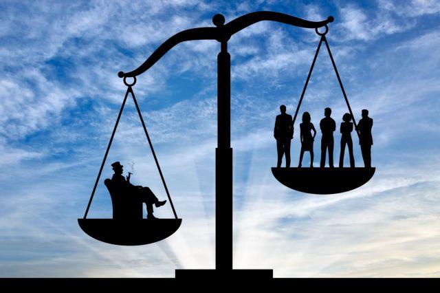 Το 1% των σούπερ πλουσίων κατέχει το 82% του παγκόσμιου πλούτου   tovima.gr