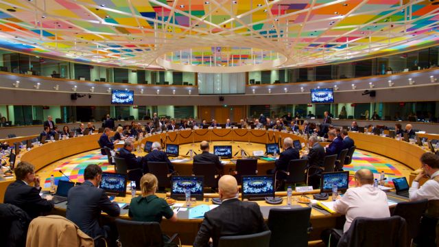 Deutsche Welle:Ελληνικό ζήτημα, όλοι περιμένουν τη Γερμανία | tovima.gr