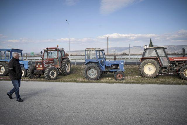 Μπλόκο αγροτών στη Φλώρινα μετά από αγροτική γενική συνέλευση | tovima.gr