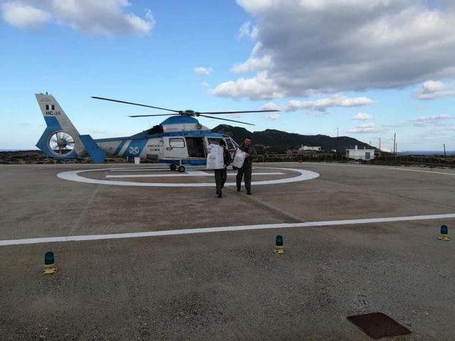 Ελικόπτερο του Λιμενικού έφερε ψωμί στους κατοίκους των Αντικυθήρων | tovima.gr