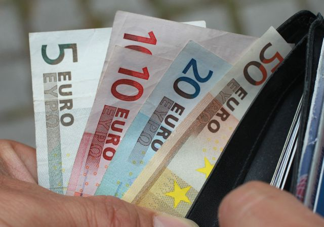ΤτΕ: 2,5 δισ. ευρώ κατέθεσαν τα νοικοκυριά στις τράπεζες τον Δεκέμβριο | tovima.gr