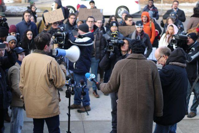 Σικάγο: Αντιδρούν στην πρόσκληση του «φασίστα» Μπάνον | tovima.gr